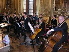 I Guldfoajén kunde vem som helst få prova att dirigera en liten övningsorkester ur Hovkapellet.