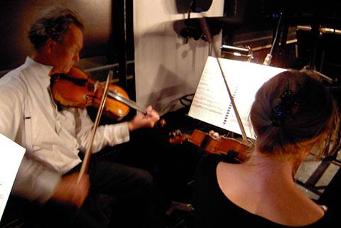 Violasterna Håkan Olsson och Karin Ahnlund.
